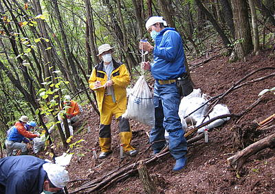 Photo showing Dose rate reduction test by decontamination work in Fukushima. Photo: FFPRI