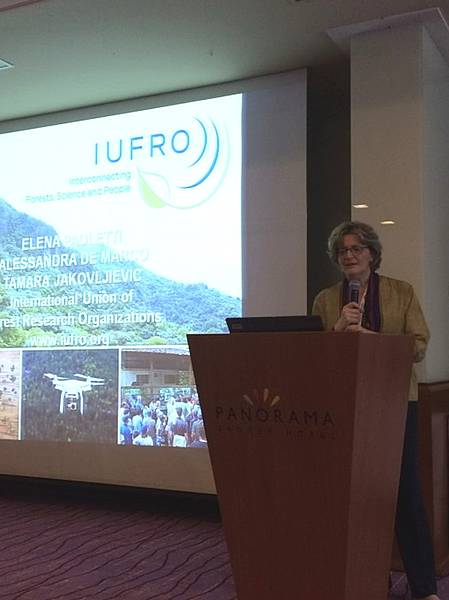 Photo showing GREEN 2018 Zagreb: Welcome speech by Elena Paoletti, RG7.01C, on behalf of IUFRO. Copyright: Alessandra De Marco