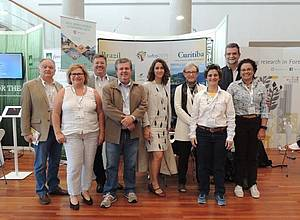 Photo showing Congress Organizing Committee of XXV IUFRO World Congress on the occasion of the IUFRO 125th Anniversary Congress.