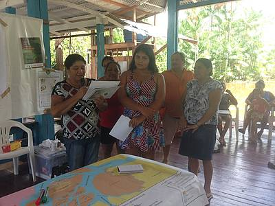 Photo showing Women are discussing community development indicators for the Açai fruit production chain in Afuá, Pará State, Brazil. Credit: Ana Euler; date 14/05/2019